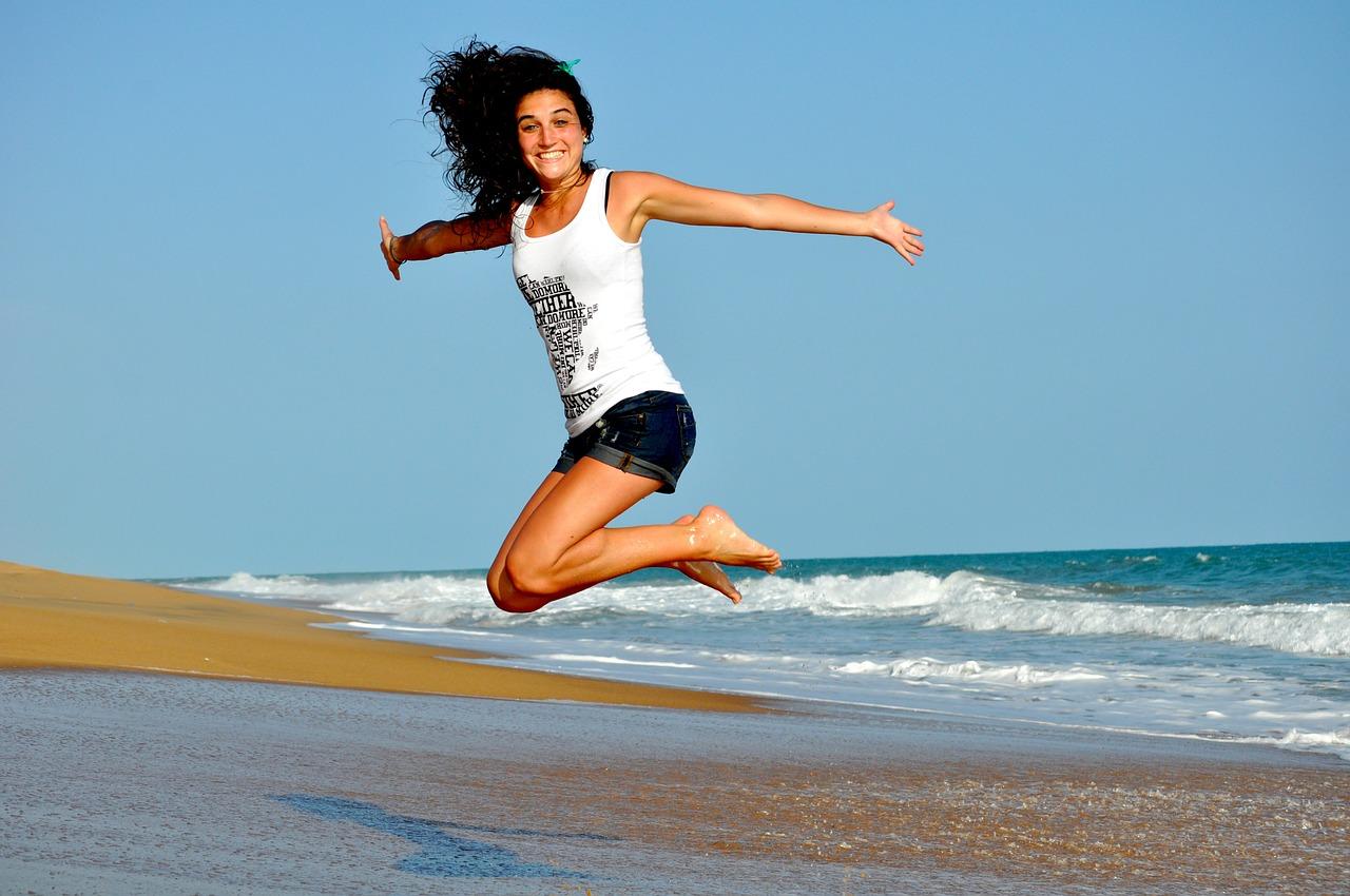 健康 ジャンプする女性